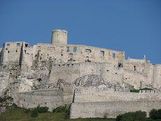 Castelo de Spis, Eslováquia.Datado do século XII, o Spis Castle é um dos maiores castelos medievais da Europa Central e está situado acima da cidade de Spisske Podhradie. O castelo foi declarado monumento nacional em 1961 e já foi propriedade da Família Real. O Spis Castle é um Patrimônio Mundial da UNESCO