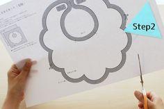 もくもくスタイの作り方 STEP02 Baby Bibs Patterns, Dog Clothes Patterns, Kids Patterns, Sewing For Kids, Baby Sewing, Bib Pattern, Baby Couture, Fabric Toys, Diy Bow