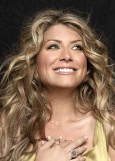 Ken's home Genevieve Gorder Photos - Genevieve Gorder Picture Gallery - FamousFix How Does Your Gard Genevieve Gorder, Beautiful People, Most Beautiful, Hgtv Designers, Celebs, Celebrities, Dimples, Her Hair, Wavy Hair