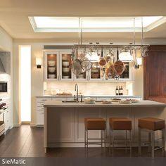 durchreiche zur k che mit theke umrahmt mit stein und granit als platte durchreiche pinterest. Black Bedroom Furniture Sets. Home Design Ideas
