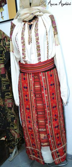 Traditional Outfits, Textiles, Costumes, Romania, Blouse, Skirts, Folk, Facebook, Clothes