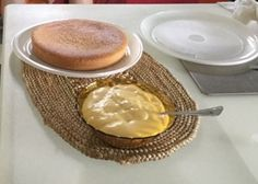 Torta di mandorle pronta per essere farcita con la crema pasticcera...riusciti esperimenti estivi