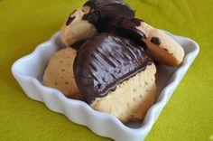 J'ai trouvé ces petits biscuits chez Piroulie, ils m'ont parus faciles et gouteux. Il ne m'en fallait pas plus pour les tester. Le principe est simple : c'est du 1-2-3 100 g de sucre 200 g de beurre 300 g de farine Travailler le beurre coupé en morceaux,...