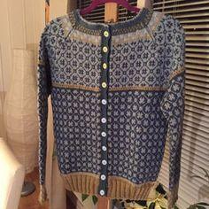Instagram/wiolakofta Jumper Patterns, Knitting Patterns, Nordic Sweater, Fair Isle Pattern, Fair Isle Knitting, Pullover, Sweater Weather, Knit Cardigan, Bunt