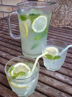 Desde el blog LES RECEPTES QUE M'AGRADEN nos proponen una recopilación ideal para el verano, ya que se trata de elaborar bebidas refrescantes que, a la vez, sean saludables. ¡Tomad nota!