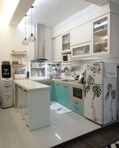 35 Captivating Diy Small Apartment Decorating Ideas To Try As Soon As Possible Kitchen Interior, Kitchen Design Small, Kitchen Remodel Small, Home Kitchens, Kitchen Layout, Small Apartment Kitchen, Kitchen Sets, Diy Small Apartment, Kitchen Design