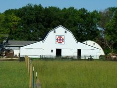 Itsy Bits and Pieces: Barn Quilts...