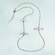 """""""Cloud"""" necklace. Silver, mother-of-pearl, resin."""