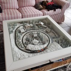 My exiguous Winterwonderland right thru the livingroom desk … exclusively functional . Ikea Coffee Table, Coffee Table With Drawers, Ikea Liatorp, Ikea Organization, Ikea Living Room, Christmas Living Rooms, Best Ikea, Showroom Design, Decorating Coffee Tables