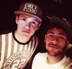 Niall with Neymar <3