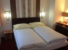 Unsere frisch renovierten Zimmer im AKZENT Hotel Oberhausen Das Hotel, Restaurant, Bed, Furniture, Home Decor, Double Room, Remodels, Fresh, Decoration Home