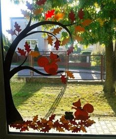 Eichhörnchen fensterbild Mit Baum Squirrel Window Picture With Tree Deko Ideen Decoration Creche, Class Decoration, School Decorations, Halloween Decorations, Fall Classroom Decorations, Autumn Crafts, Autumn Art, Fall Preschool, Preschool Crafts
