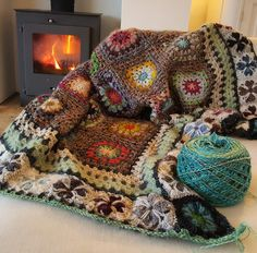 Maria Simal's media content and analytics Crochet Squares Afghan, Granny Squares, Granny Square Blanket, Crochet Quilt, Crochet Blocks, Crochet Home, Love Crochet, Crochet Stitches, Knit Crochet