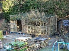 This is a teenager's hangout. i'm thinking that's a grown-up term for clubhouse. lol Made from recycled pallets. This picture was in middle of building process. Building A Wood Shed, Pallet Building, Pallet Shed, Pallet House, Diy Pallet, Pallet Ideas, Pallet Projects, Backyard Fort, Backyard Farming