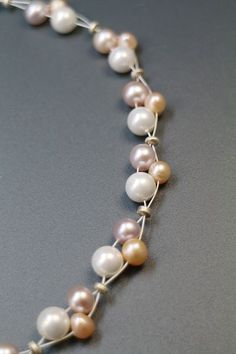 Schmuck Basteln 7 days of gift packaging ideas: do-it-yourself confetti gifts 7 days of gift packagi Pearl Jewelry, Wire Jewelry, Jewelry Crafts, Beaded Jewelry, Jewelery, Jewelry Necklaces, Handmade Jewelry, Beaded Necklace, Beaded Bracelets
