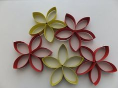 Flowers from toilet paper rolls - recycling - Basteln Quilling Paper Craft, Paper Plate Crafts, Paper Crafts For Kids, Diy Paper, Easy Crafts, Fleurs Diy, Quilling Techniques, Quilling Patterns, Toilet Paper Roll
