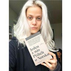 """412 To se mi líbí, 12 komentářů – Terezie Kovalova (@tereziekoval) na Instagramu: """"FANTASTICKÁ KNIHA ❗️ Jeden z nás - příběh Anderse Breivika, nora, co zabil v jeden den 78…"""" Celebrity, T Shirts For Women, Instagram, Celebs, Famous People"""