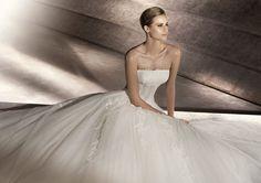 Pronovias presents the Perfume bridal dress. Glamour 2012. | Pronovias
