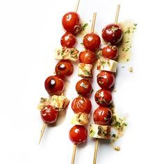 Cherry Tomato-Halloumi Skewers - Step away from the vending machine. These veggie snack recipes are healthy and far more satisfying than that bag of chips. Skewer Recipes, Appetizer Recipes, Snack Recipes, Cooking Recipes, Appetizers, Vegetarian Recipes, Healthy Recipes, Fun Cooking, Cooking Light