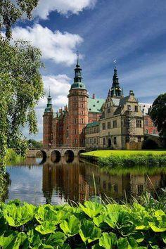Замок Фредериксборг, город Хиллерёд, Дания.