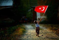 Hepiniz birer Türk Bayrağı'sınız. Bayrağı lekelemeyin, kirletmeyin yere düşürmeyin.
