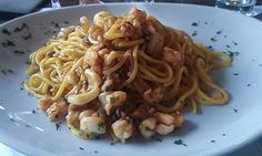 Sul lungomare di Cesenato, il locale offre un delizioso menu con piatti tipici della tradizione marinara e grigliate di pesce fresco