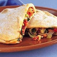Dubbelgevouwen pizza met salami en kaas recept - Pizza - Eten Gerechten - Recepten Vandaag