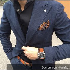 If you are in the market for brand new men's fashion suits, there are a lot of things that you will want to keep in mind to choose the right suits for yourself. Below, we will be going over some of the key tips for buying the best men's fashion suits. Fashion Mode, Fashion Night, Mens Fashion, Fashion Menswear, Swag Fashion, Dope Fashion, Blazer Fashion, Fashion 2018, Fashion Photo