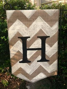 burlap craft projects | Burlap Garden Flag with Monogram and Chevron | Crafts/DIY Projects