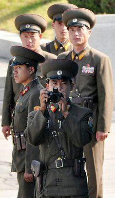 판문점,북한군 Korean People, Communism, China, Canada Goose Jackets, Army, Winter Jackets, Funny, Pictures, Photography