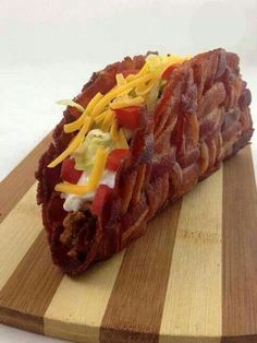 Everyone loves bacon. Bacon is not just for breakfast! Let's take a gander at 10 of the most unique bacon recipes. Cocina Peculiar, Bacon Taco Shells, Bacon Bacon, Paleo Bacon, Tortilla Shells, Bacon Pasta, Candied Bacon, Oven Bacon, Bacon Funny