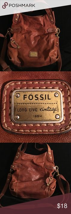 FOSSIL LEATHER SHOULDER TOTE BAG 13 BY 14 PREOWNED USED BUT HAS AGED WELL. THE LEATHER IS STILL STRONG BROWN LEATHER BRASS HARDWARE BOTH HANDLES AND SHOULDER STRAP SIZE IS 13 by 14 FOSSIL Bags Shoulder Bags