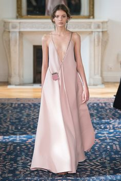 Valentino Spring 2017 Ready-to-Wear Fashion Show - Caroline Reagan