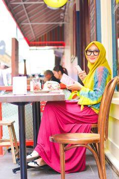17 Cute Hijab Styles for Round Face With Simple Tutorials – Hijab Fashion 2020 Turkish Fashion, Islamic Fashion, Muslim Fashion, Modest Fashion, Hijab Fashion, Dress Fashion, Mode Geek, Hijab Trends, Hijab Ideas
