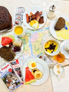 Perfect start of the day in Prague with our rich breakfast while enjyoing live piano at weekends (Fri-Sun). Prague, Chocolate Fondue, Boutiques, Piano, Sun, Live, Breakfast, Desserts, Food