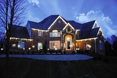 Rustic & Refined: Outdoor Holiday Light Ideas