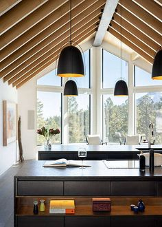 Modern Cabin by HMH Architecture + Interiors Types Of Wood Flooring, Installing Hardwood Floors, Craftsman Home Interiors, Cabin Interiors, Unique Home Decor, Cheap Home Decor, Modern Cabin Interior, Clad Home, Cabin Kitchens