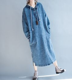 Autumn and Spring wear Long dress cotton large size Hooded dress blue Size Shoulder / 25 Bust / 41 Sleeve / 14 Length / 44 Have any questions please contact me and I will【Fabric】 linen 【Color】 Dark blue 【Size】 Shoulder width is not limite Spring Wear, Spring Outfits, Hijab Abaya, Oversized Dress, Hooded Dress, Longsleeve, Mode Hijab, Denim Fashion, Fashion Top
