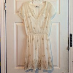 PRICE ⬇️6/25-26 ONLY Abercrombie&Fitch white dress Very adorable dress! Yet classy with a bit of an off white and a gold accent designs. Sheer back so would looks nice with an up-do! Has a pin mark (as shown above) around the chest area. And the tag has been marked on since I purchased this at tj max and they seem to do for some odd reason. Abercrombie & Fitch Dresses Midi