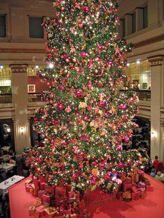 Marshall Field's Christmas tree - Chicago