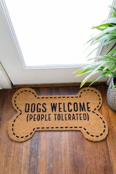 Dogs Welcome (People Tolerated) Door Mat - pretty much says it all! Dog Mom Gifts, Pet Gifts, Dog Lover Gifts, Dog Door Mat, Personalized Door Mats, Vinyl Crafts, Fall Decor, Pet Paradise, Christmas Doormat