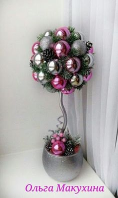 Topiary Learn how to make a beautiful Christmas topiary with spheres ~ lodijoella - Christmas Topiary, Outside Christmas Decorations, Easy Christmas Crafts, Christmas Centerpieces, Christmas Balls, Christmas Projects, Simple Christmas, Christmas Holidays, Christmas Wreaths