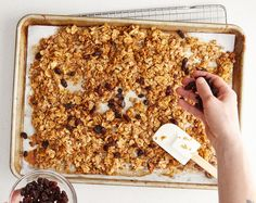 Even though granola lasts a long time it eventually becomes stale and chewy. But there's an easy way to revive stale granola to make it crunchy again. How To Make Granola, Making Granola, What Is Granola, Easy Granola Recipe, Healthy Homemade Granola, Vegetarian Recipes, Cooking Recipes, Healthy Recipes, Cooking Tips