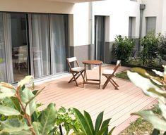 Cette terrasse nous appelle à venir prendre une bonne petite infusion ou encore un délicieux cocktail maison. ✨ Cosy Home, For You, Patio, Outdoor Decor, Photography, Home Decor, Craft Cocktails, Environment, Photograph