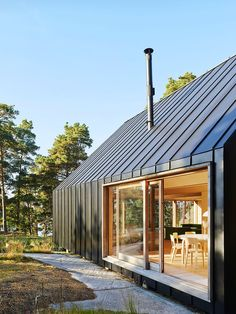 House Husarö by Tham & Videgård Arkitekter Tham & Videgård Arkitekter have designed a family vacation home, located in the outer Stockholm archipielago Residential Architecture, Modern Architecture, Zinc Cladding, Roof Cladding, External Cladding, Modern Barn House, Modern Garage, Casas Containers, Shed Homes