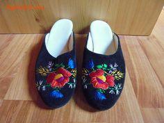 Kalocsai papucs eladó Miskolc - Apródom.hu Clogs, Slippers, Fashion, Clog Sandals, Moda, La Mode, Fasion, Slipper, Fashion Models