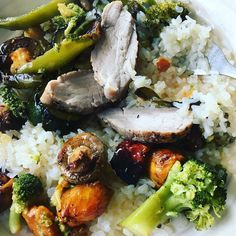 Delicious evening meal... #keto #ketoweightloss #fortyandfit #ketorecipes #rawrice #foodstagram #lowcarb #lchf #healthybody #healthymom #healthyfood #eatclean #suppertime #foodforfuel #tasty #momblogger #momswholift #fitover40 #fitmom  #banting #toddlebabes Banting, Lchf, Keto Recipes, Healthy Recipes, Evening Meals, Broccoli, Clean Eating, Low Carb, Rice