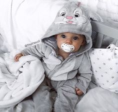 Baby clothes should be selected according to what? How to wash baby clothes? What should be considered when choosing baby clothes in shopping? Baby clothes should be selected according to … So Cute Baby, Baby Kind, Cute Baby Clothes, Cute Kids, Cute Babies, Cute Children, Children Style, Young Children, Funny Babies
