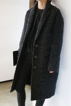 All black: chunky coat Style Casual, Style Me, Look Fashion, Fashion Outfits, Fashion Weeks, Milan Fashion, Minimal Fashion, Minimal Chic, Mein Style