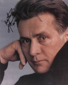 Martin Sheen: Great Actor, very sexy and a beautiful person Martin Sheen, Mr Martin, Old Hollywood Glam, Hollywood Stars, Hollywood Icons, Ramones, Beautiful Person, Gorgeous Men, Beautiful People